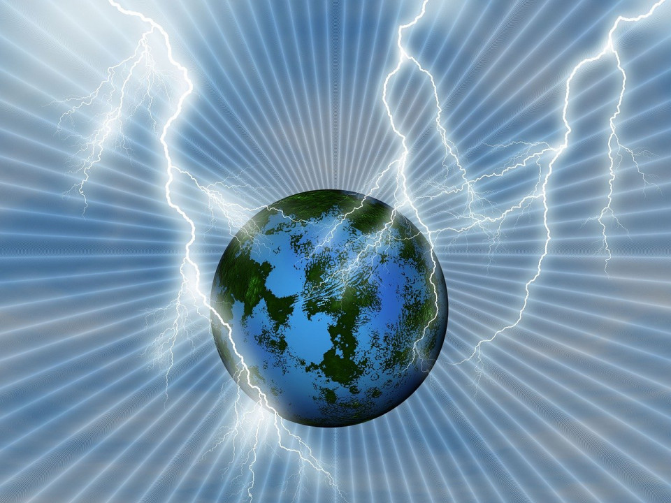 image of lightning hitting the earth Image by Susan Cipriano from Pixabay